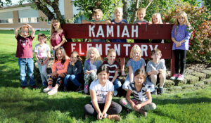 Image of students in front of Kamiah Elementary School